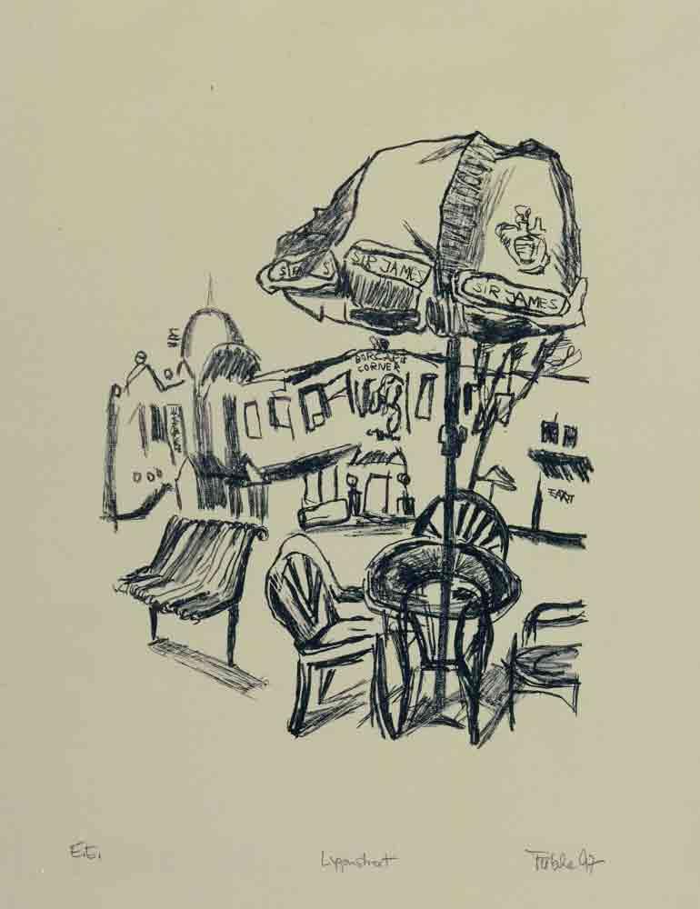 zeichnung Hintergrund Straßenzug im Vordergrund Bank und 3 Stühle mit großem Sonnenschirm